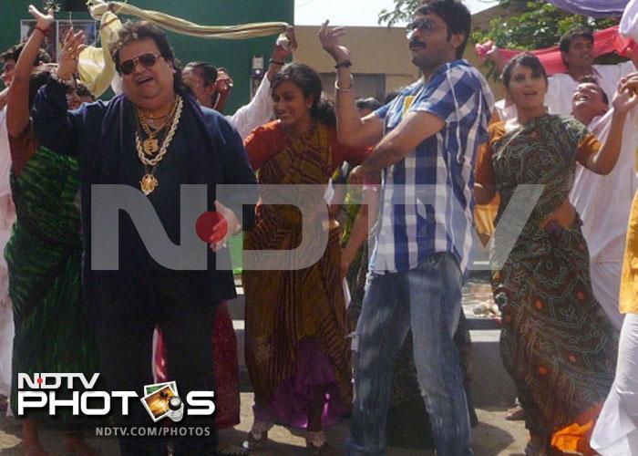 Bappida makes Prosenjit dance to his tunes