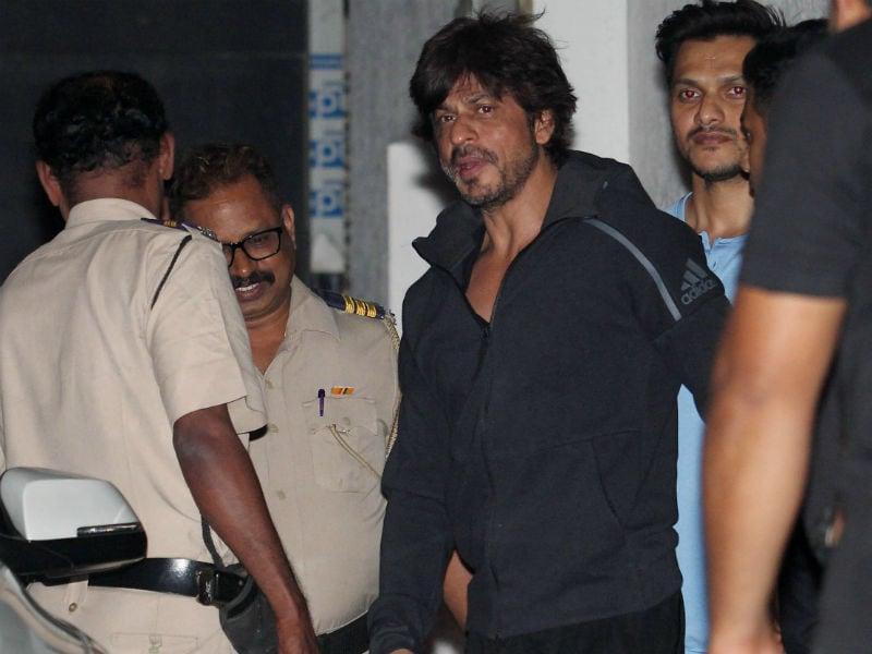 Photo : शाहरुख खान, सैफ अली खान और सुष्मिता सेन का कैजुअल डे आउट