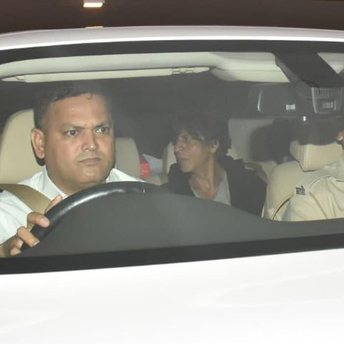 करण जौहर की पार्टी में शामिल हुए शाहरुख खान, जोया अख्तर