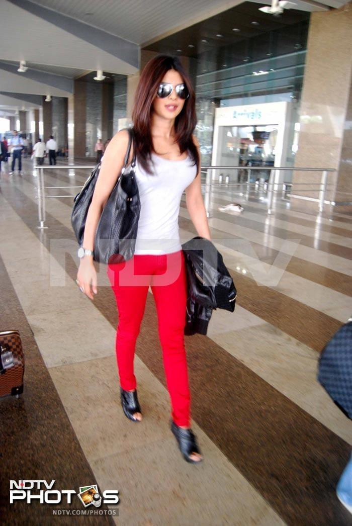 Priyanka returns to Mumbai