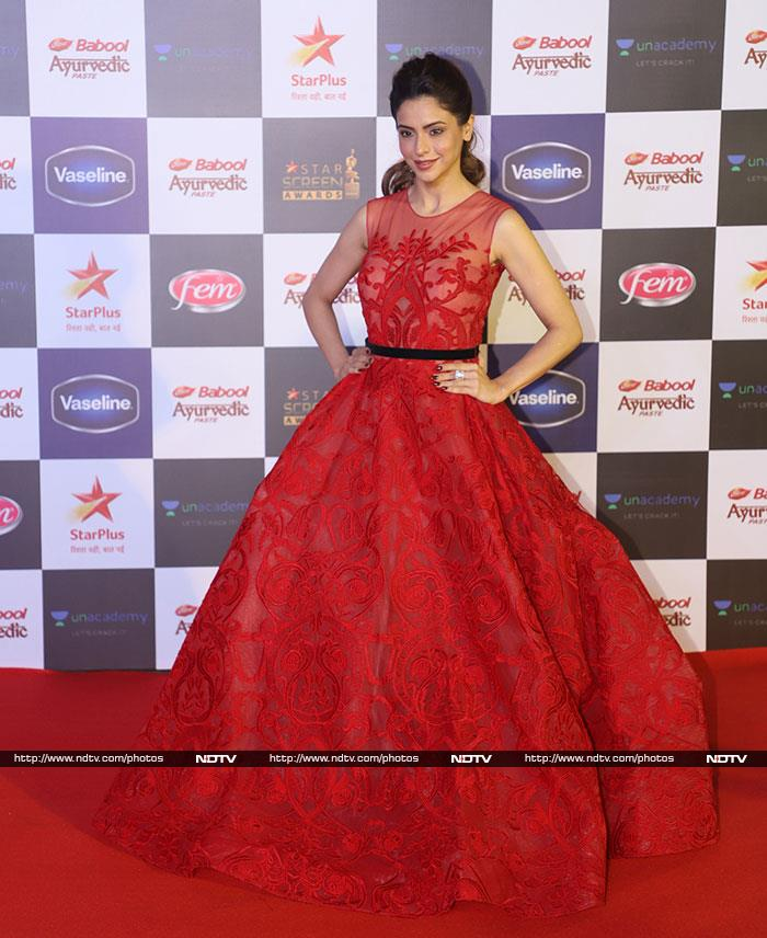 Screen Full Of Stars: Deepika, Alia, Sara, Ananya\'s Red Carpet Moments