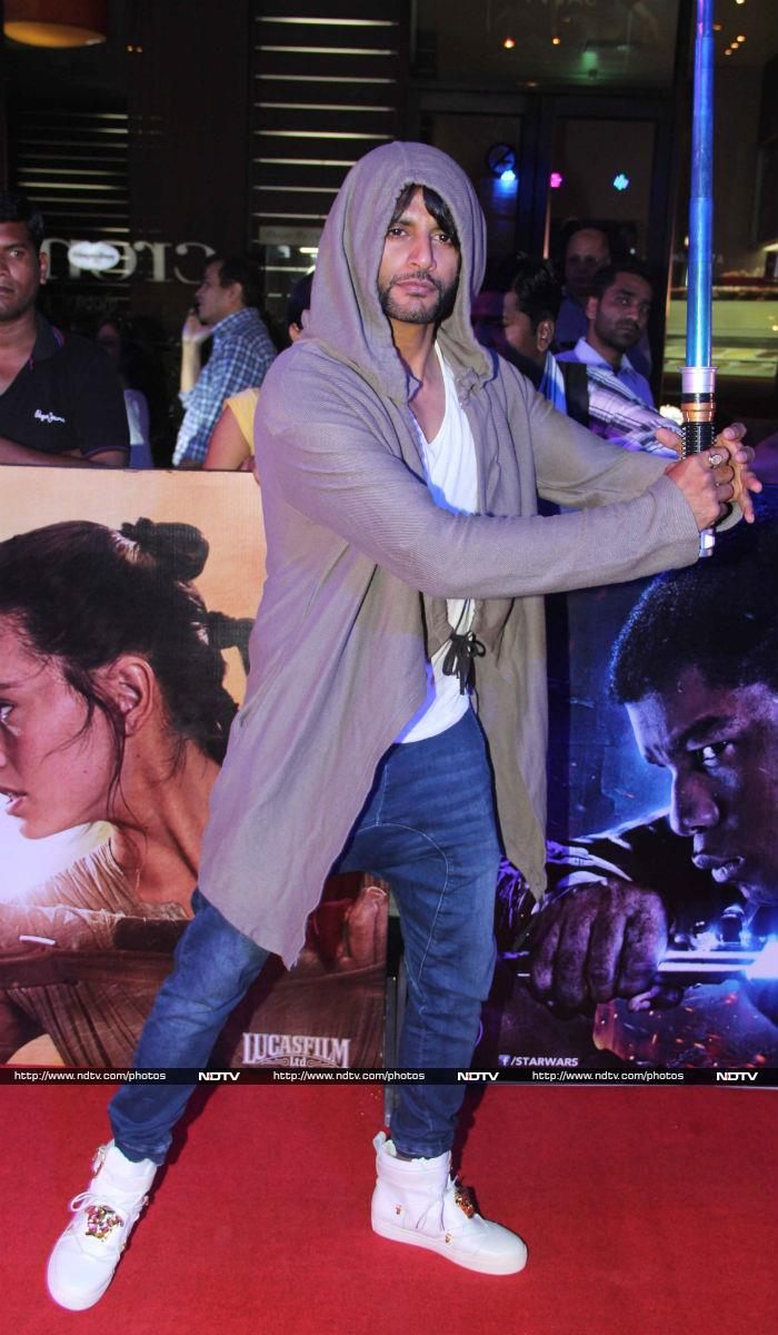 Bollywood\'s Force Awakens, Aamir Watches Star Wars