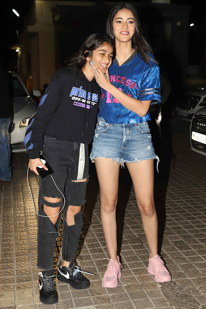 Tiger Shroff, Ananya Panday And Tara Sutaria Give Early Tickets Of Student Of The Year 2 To Family And Friends