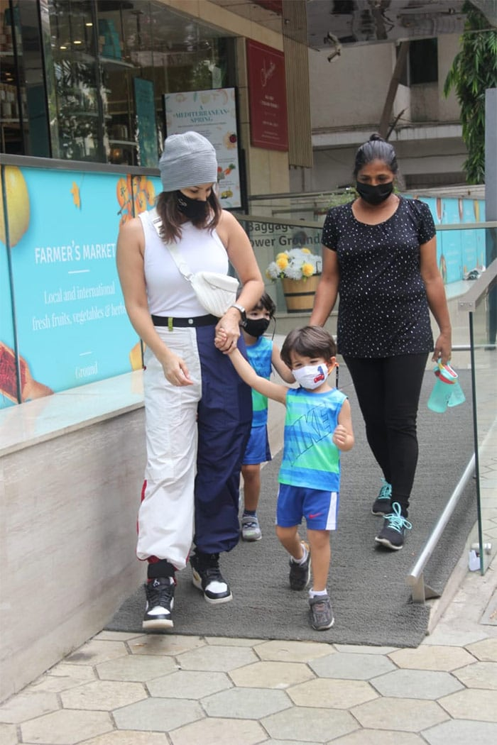 Sunny Leone\'s Day Out With Kids