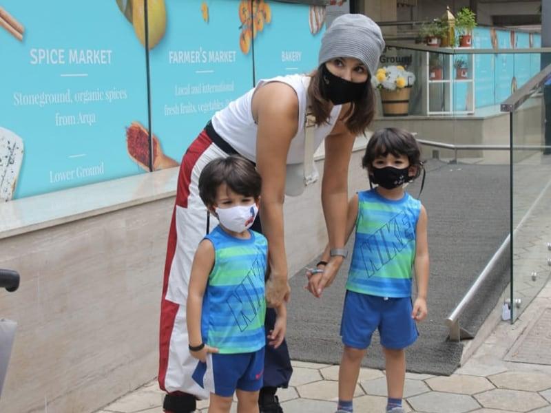 Photo : बच्चों के साथ मस्ती करती नजर आईं एक्ट्रेस सनी लियोन