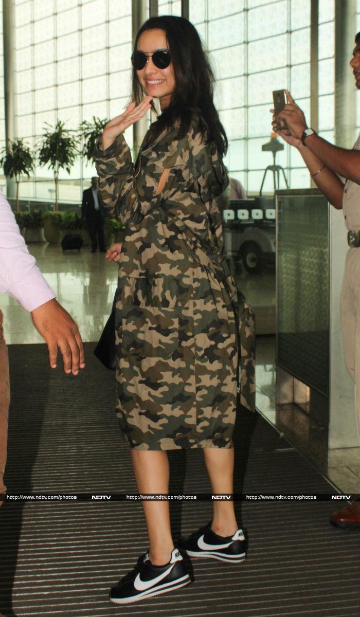 बेटी के साथ एयरपोर्ट पर दिखीं सनी लियोन