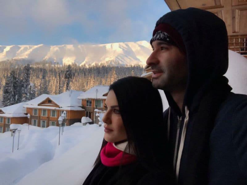 Photo : पति के साथ बर्फीली वादियों में सनी लियोनी का हॉलीडे