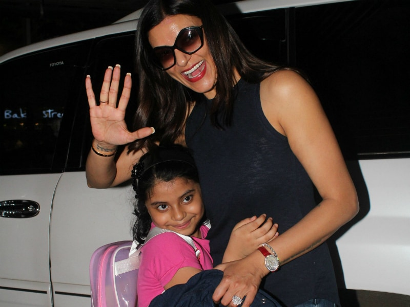 Sushmita And Daughter Alisah Are Travel Buddies