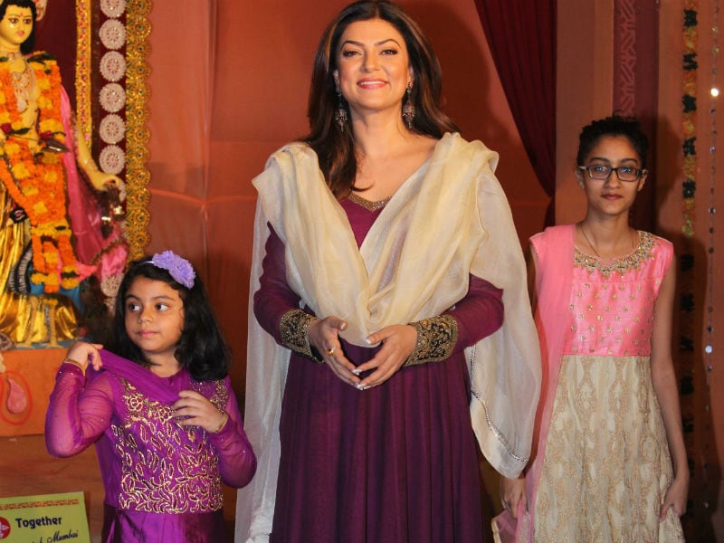 Inside Sushmita Sen's Adorable Pujo With Daughters Renee And Alisah