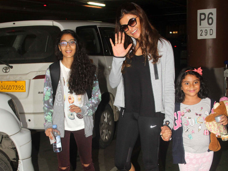 Sushmita Sen, Alisah and Renee Smile For the Camera