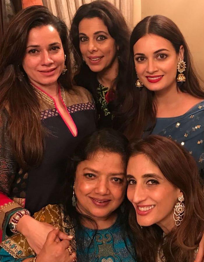 संजय खान ने दी ईद की पार्टी, शामिल हुए कई फिल्मी सितारे