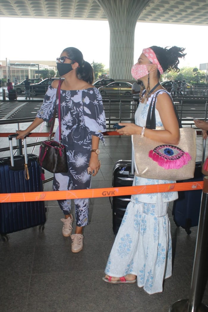 Taapsee Pannu Flies Out Of Mumbai With Sister Shagun