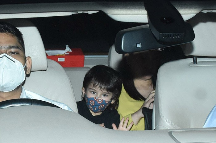 Taimur\'s Day Out With Mom Kareena Kapoor