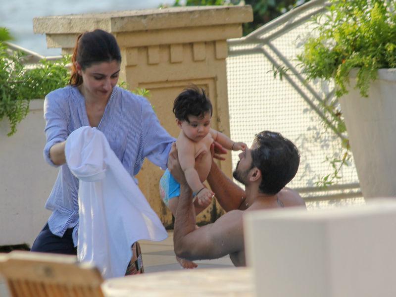Taimur And Cousin Inaaya Make A Splash