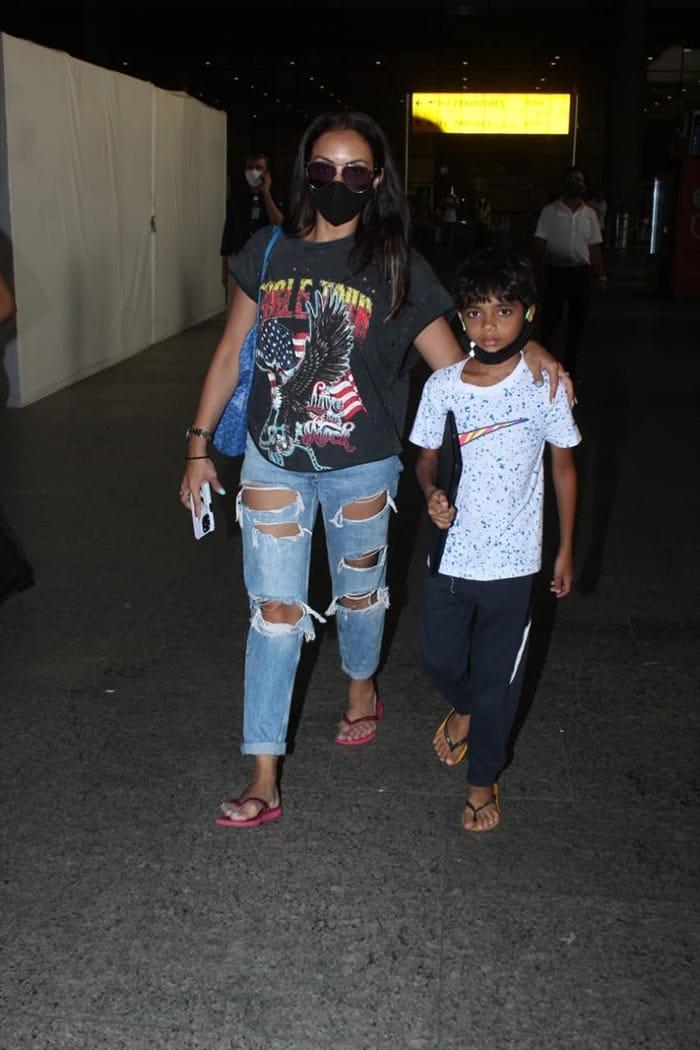 Tamannaah Bhatia And Janhvi Kapoor\'s Easy, Breezy Airport Looks