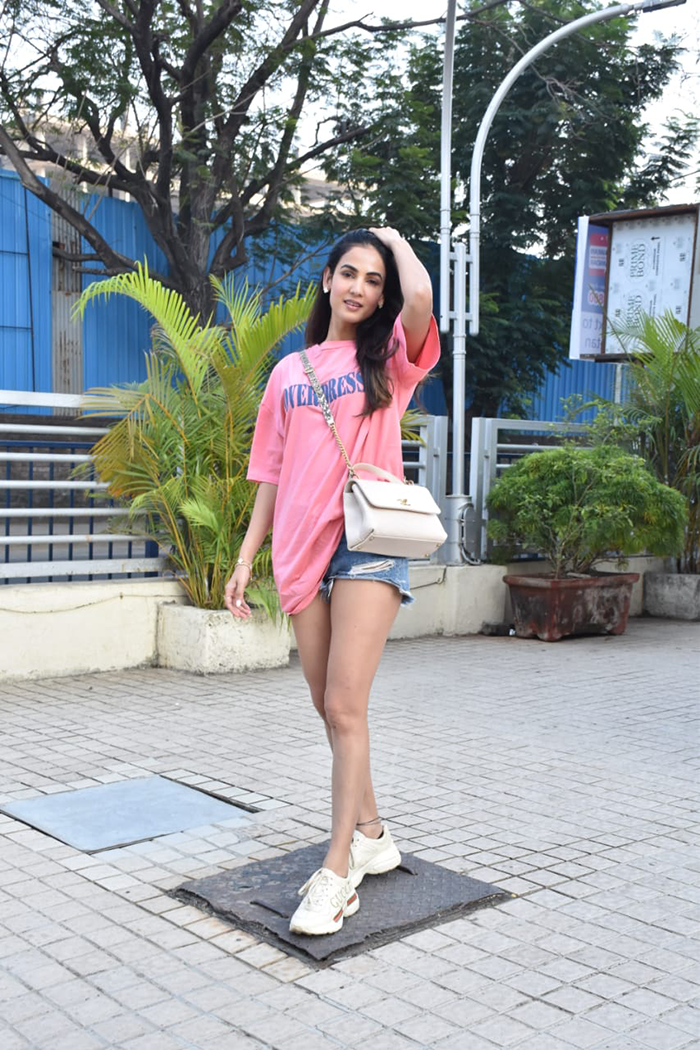 Tara Sutaria And Alaya Furniturewalla\'s Easy, Breezy Mid-Week Looks