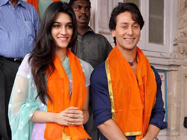 Tiger, Kriti Thank Their Stars at Babulnath