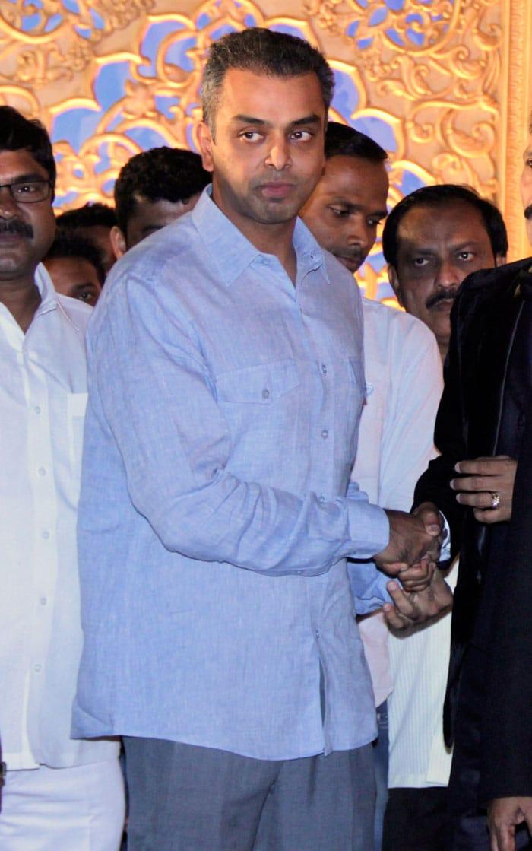 SRK, Thackerays at Manali Jagtap\'s Wedding Reception