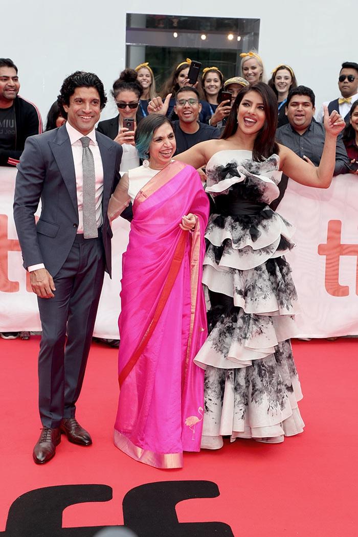 Priyanka Chopra, Farhan Akhtar And Shibani Dandekar Paint Toronto Sky Pink