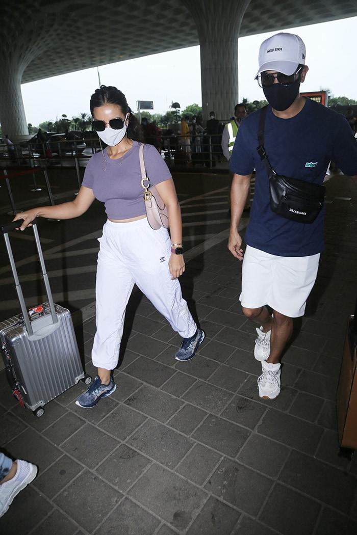 Travel Time For Kriti Sanon And Sunny Leone