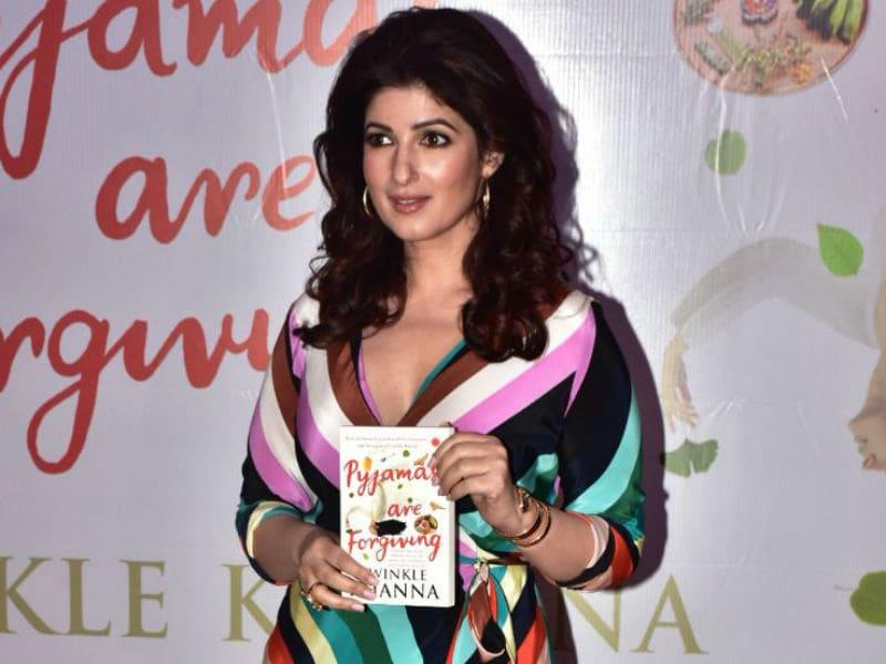 Akshay Cheers For Twinkle Khanna With Sonam And Ranveer