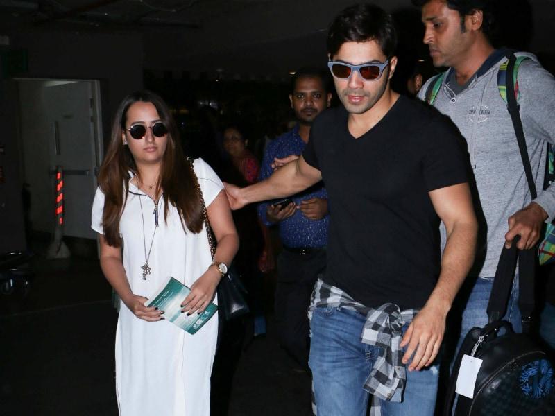 Photo : एयरपोर्ट पर कथित गर्लफ्रेंड नताशा दलाल के साथ दिखे वरुण धवन