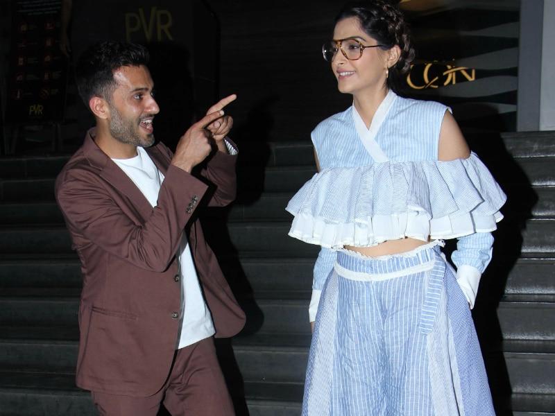 Photo : Sonam Takes Anand Ahuja To Veere Di Wedding Screening