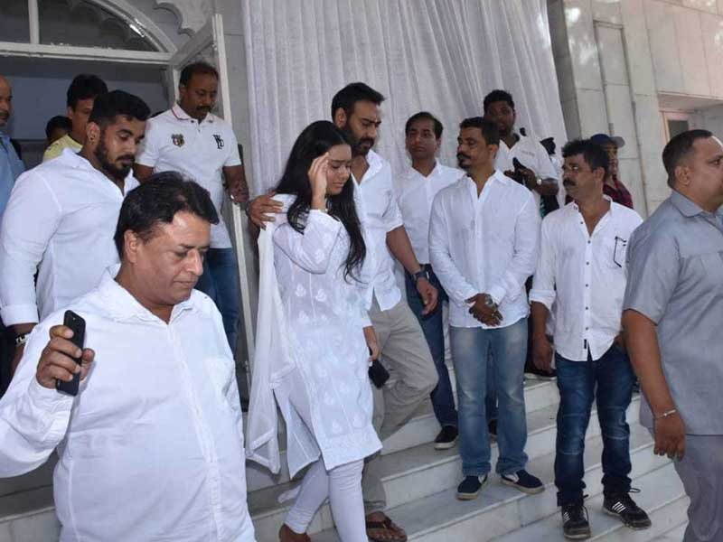 Inside Veeru Devgan's Prayer Meet: The Bachchans, Salman Khan, Kareena Kapoor And Others