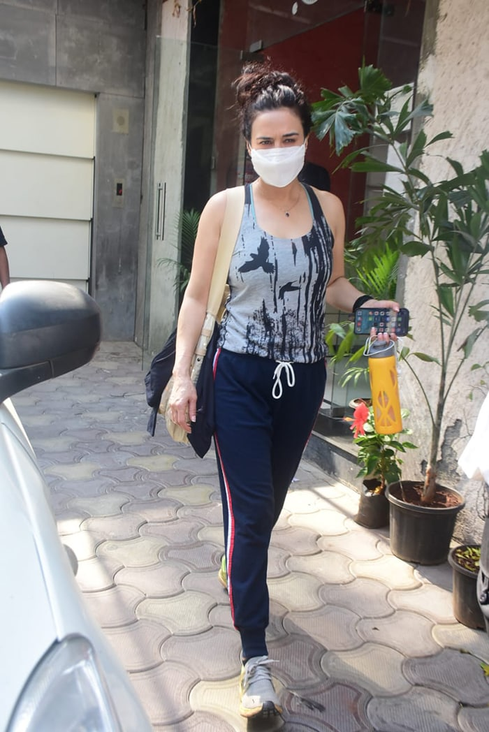 Earlier in the day, Shah Rukh Khan\'s Veer-Zaara co-star Preity Zinta was also pictured in Bandra.