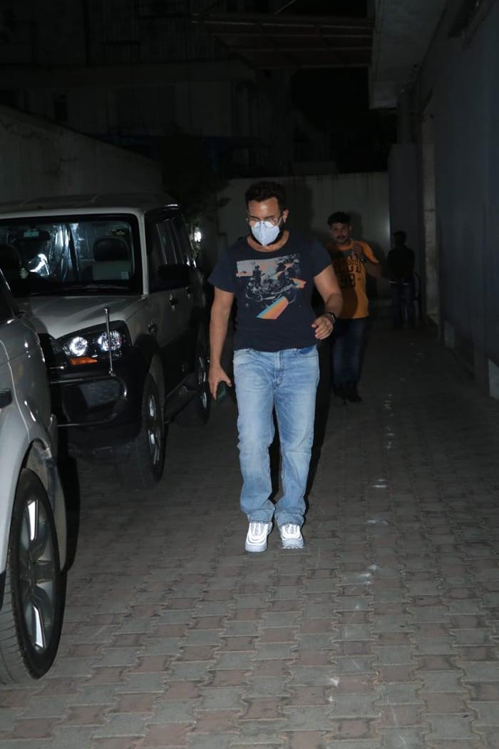 Saif Ali Khan was photographed outside filmmaker Mahesh Bhatt\'s office in Bandra.