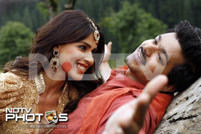 Review in pics: Velayudham