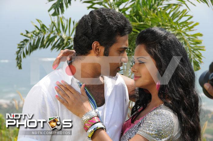 Tarakaratna and Swetha Basu sizzle in Vijetha