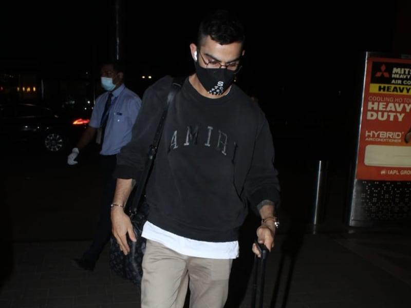 Photo : Spotted: Virat Kohli At The Airport Minus Anushka