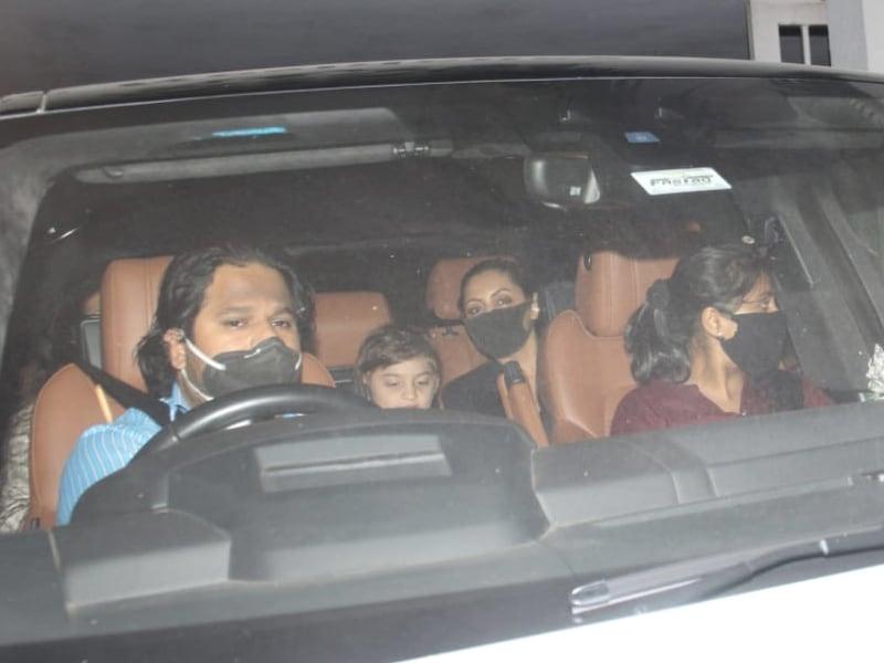 Photo : यश और रूही की बर्थडे पार्टी में शामिल हुए गौरी-अबराम, करीना-तैमूर