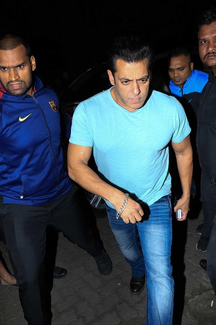 Salman Khan, Sonakshi Sinha, Pranutan Celebrate Zaheer Iqbal\'s Birthday