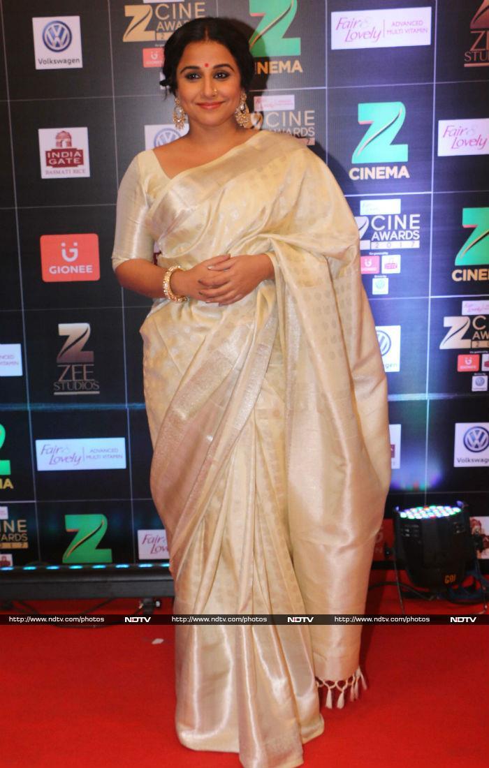 Zee Cine Awards 2017: Alia, Kareena, Anushka Dazzle On The Red Carpet