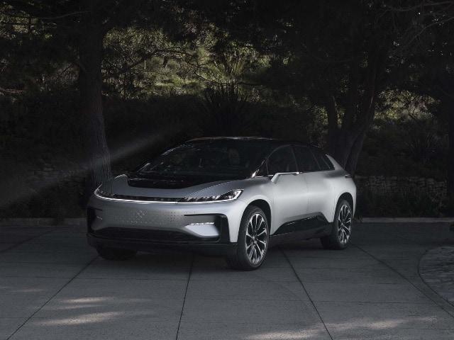 Photo : सिंगल चार्ज में 500 किलोमीटर भागती है यह आलिशान इलेक्ट्रिक कार, जानें इसकी खूबियां