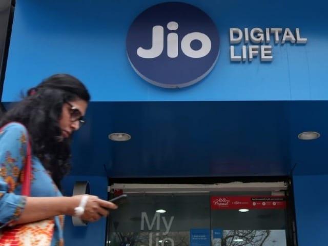 Photo : Jio का 365 दिनों का प्लान देता है अनलिमिटिड कॉलिंग और 730GB डेटा, जानें सब कुछ...