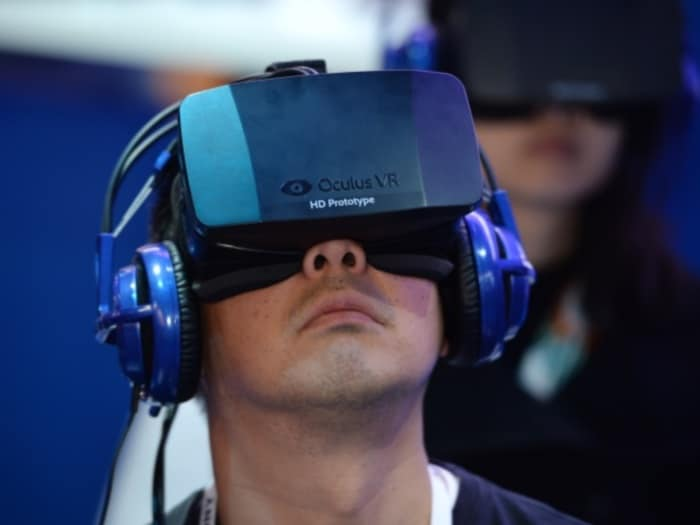 Facebook buys Oculus (March 2014)