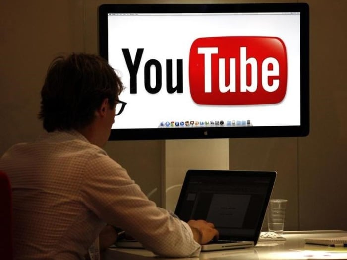 Google buys YouTube (October 2006)