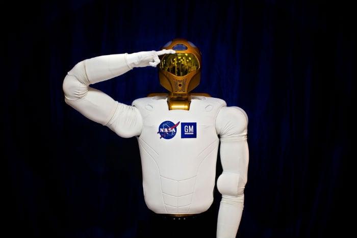 Spacewalking robot sends tweets