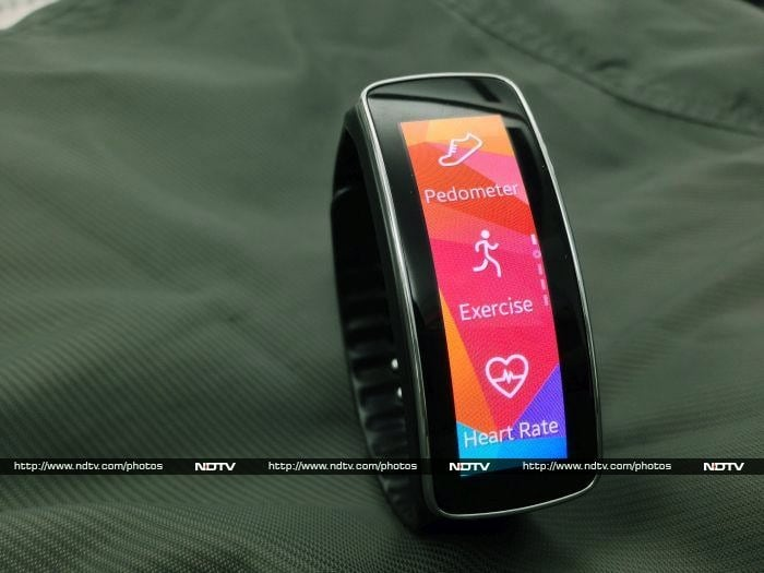 how to answer calls on samsung gear fit 2 pro