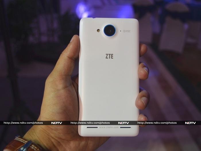 ZTE V5: First Look