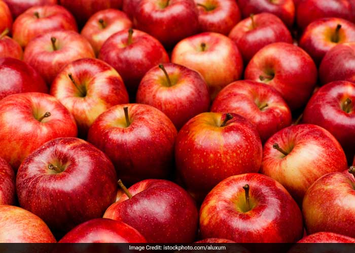 Apples not only provide fibre, but also are comprised of 85% water, giving a feeling of fullness and reduce the impact of cholesterol.