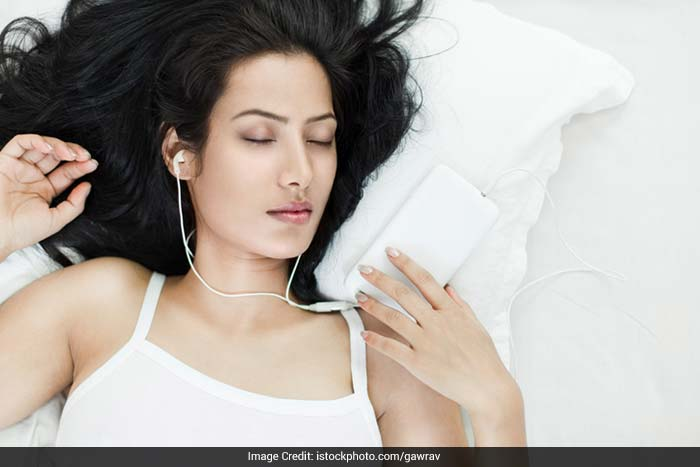 Blame it to the urge to pee more frequently, or nausea, or even extreme tiredness, a lot of women experience extreme changes in their sleeping patterns.