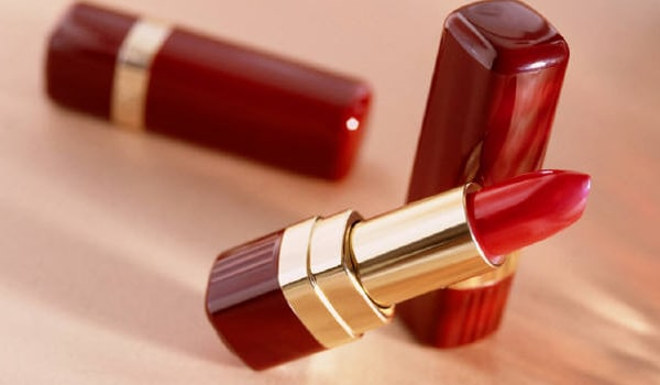 Avoid using lipsticks that can dry out your lips. Some brands may lead to chapped and dry lips, so read packaging before a purchase.
