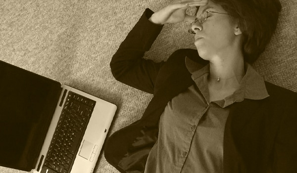 Recurrent headaches are a very frequent complaint among heavy computer users. Poor screen position, too small font, screen too bright/too dark, poor sitting posture are all commonly reported causes of chronic headache.