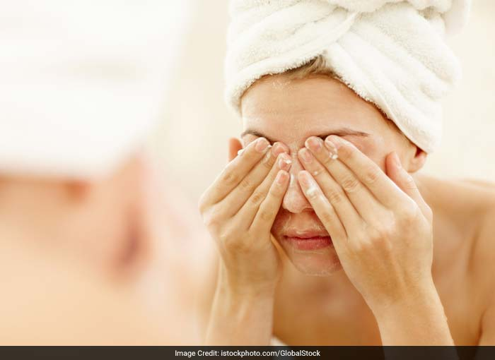 Wash your eyes and eyelids with an eye scrub and fresh water properly. If washing it with a eye scrub is not possible, at least wash your eyes with fresh water at frequent intervals right through the day. Dirty eyelids can lead to an eye infection.
