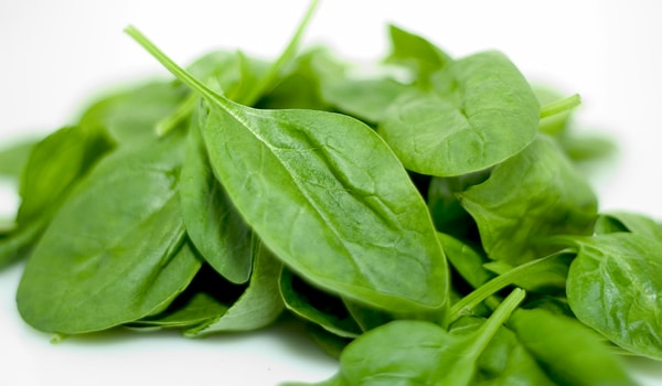 Green vegetables are one of the best foods for the eyes as they are rich in lutein and zeaxanthin, known as nutrients shown to reduce macular deterioration and cataracts, two age-related eye problems.