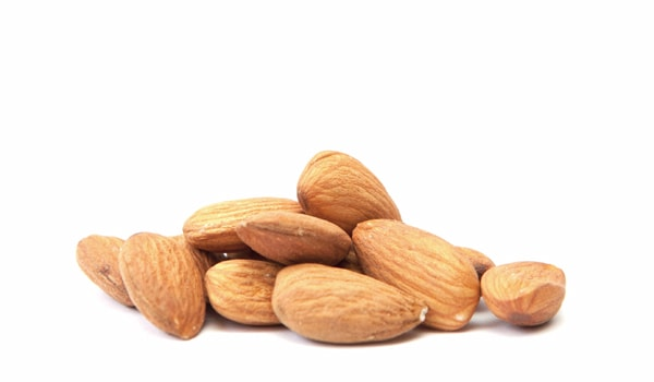 Almonds and most other nuts are a great source of vitamin E, which is an antioxidant that is particularly potent in the eyes. This vitamin is an anti-carcinogenic and helps to prevent the formation of cataracts.